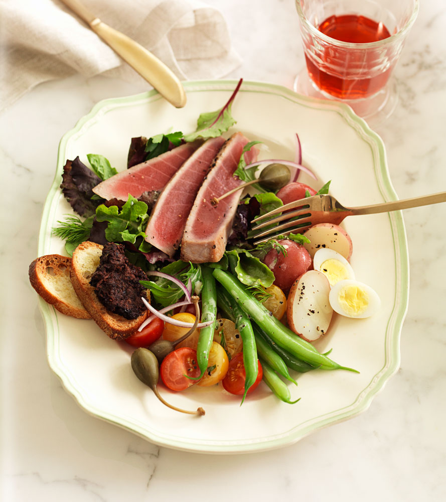 Seared tuna and vegetable plate